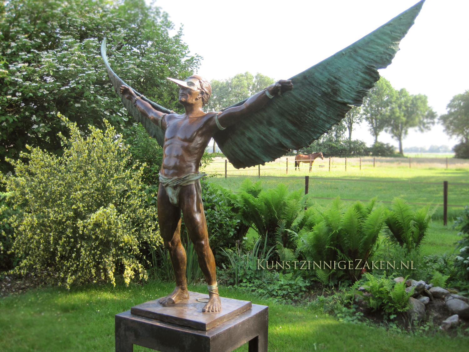 Wings Of Wax tuinbeeld